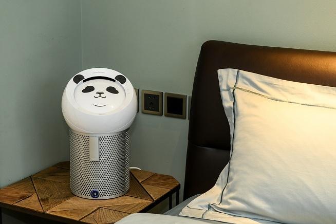 """7.装扮成熊猫""""滚滚""""形象的Dyson Pure Cool Me多功能风扇为你打造私人净享空间.jpg"""