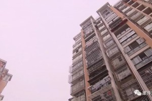 女子300多万买下一套拆迁房屋里竟住了一名生疏男人